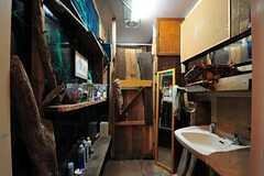 男性用トイレの様子。木材が主役です。(2012-09-03,共用部,TOILET,1F)