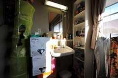 洗面台の様子。(203号室)(2011-12-13,専有部,ROOM,2F)
