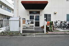 玄関ドアの様子。(2021-06-08,周辺環境,ENTRANCE,1F)