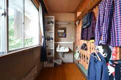 ドミトリーの様子5。洗面台が設置されています。備品は入居者さんの私物です。(204号室)(2021-06-08,専有部,ROOM,2F)
