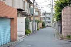 東急田園都市線・駒沢大学駅からシェアハウスへ向かう道の様子。(2021-06-08,共用部,ENVIRONMENT,1F)