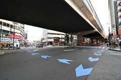 東急田園都市線・駒沢大学駅前の交差点の様子。(2021-06-08,共用部,ENVIRONMENT,1F)