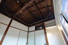 天井は高め。(205号室)  (2014-12-18,専有部,ROOM,2F)
