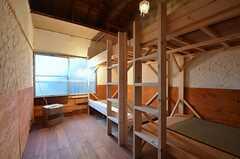ドミトリーの様子。ベッドの上段は荷物置きです。(201号室)(2014-12-18,専有部,ROOM,2F)