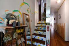 階段の様子。リビングは2階です。(2021-06-08,共用部,OTHER,1F)