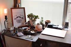 部屋の隅は植物コーナー。備品は入居者さんの私物です。(203号室)(2021-06-08,専有部,ROOM,2F)