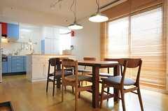 奥にキッチンが見えます。(2011-06-03,共用部,LIVINGROOM,2F)