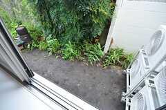窓の外はミニ菜園になる予定。(103号室)(2014-09-01,専有部,ROOM,1F)
