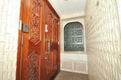 シェアハウスの正面玄関。(2009-09-15,周辺環境,ENTRANCE,2F)
