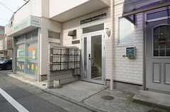 シェアハウスの正面玄関はこちら。(2013-07-01,周辺環境,ENTRANCE,1F)