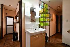 廊下に設置された洗面台の様子。(2020-01-15,共用部,WASHSTAND,1F)