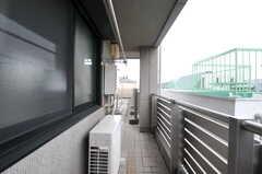 キッチンからみたバルコニーの様子。(2012-03-08,共用部,OTHER,3F)
