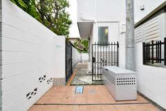 門扉の先はシェアハウスの玄関です。(2018-05-10,周辺環境,ENTRANCE,1F)