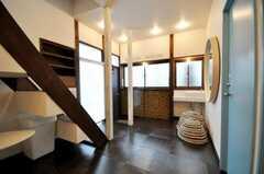 内部から見た玄関周りの様子。(2010-03-02,周辺環境,ENTRANCE,1F)