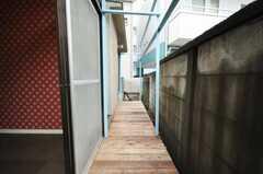 ウッドデッキの様子。(102号室)(2010-03-02,共用部,OTHER,1F)