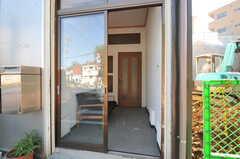 シェアハウスの入り口の様子。(2012-09-10,周辺環境,ENTRANCE,1F)