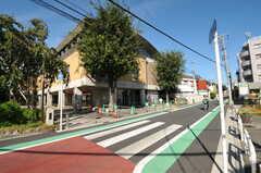 シェアハウス前には公民館があります。(2012-09-10,共用部,ENVIRONMENT,1F)