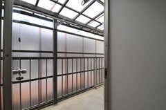 ベランダの様子。(203号室)(2013-06-07,専有部,ROOM,2F)