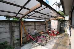 自転車置場の様子。(2013-08-13,共用部,GARAGE,1F)