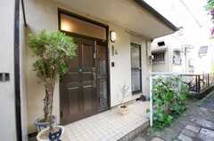 シェアハウスの正面玄関。(2008-05-03,周辺環境,ENTRANCE,1F)