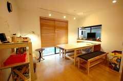 シェアハウスのラウンジ。木な空間。(2008-05-03,共用部,LIVINGROOM,1F)