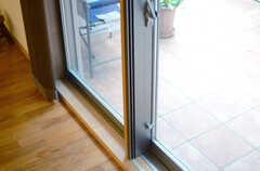 リビングは床暖房付き。掃き出し窓はペアガラスです。(2013-06-20,共用部,LIVINGROOM,)