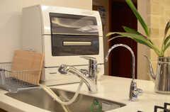 シンクには浄水器付き。食器乾燥機もあります。(2013-06-20,共用部,KITCHEN,)