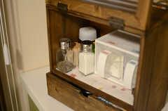 調味料は味のある木箱に入っています。(2013-06-20,共用部,KITCHEN,)