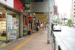 シェアハウスから各線・三軒茶屋駅へ向かう道の様子。(2013-06-20,共用部,ENVIRONMENT,1F)