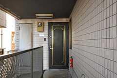 シェアハウスの正面玄関。(2011-12-26,周辺環境,ENTRANCE,4F)