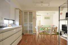 キッチン側から見たリビングの様子。(2011-12-26,共用部,KITCHEN,5F)