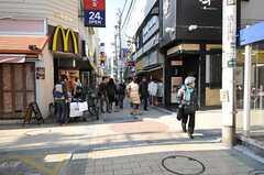 東急各線・自由が丘駅からシェアハウスへ向かう道の様子。(2011-12-29,共用部,ENVIRONMENT,1F)