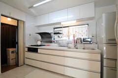 シェアハウスのキッチンの様子。(2010-12-28,共用部,KITCHEN,2F)
