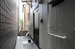 玄関の様子。(2014-01-09,周辺環境,ENTRANCE,1F)