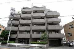 マンションの外観。1室がシェアハウスです。(2010-10-19,共用部,OUTLOOK,1F)