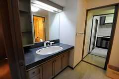 反対側から見た洗面台の様子。(2010-10-19,共用部,OTHER,2F)