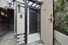 外側の扉を開けると、中に1階のドアがあります。(2014-07-24,周辺環境,ENTRANCE,1F)