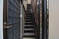 2階へは外階段を使ってアクセスします。(2014-07-24,共用部,OTHER,1F)