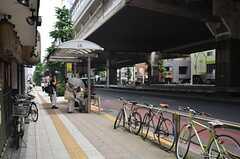 最寄りのバス停の様子。(2014-07-24,共用部,ENVIRONMENT,1F)