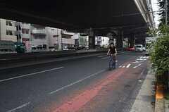 246号線は自転車とバスの共用レーンが設けられています。(2014-07-24,共用部,ENVIRONMENT,1F)