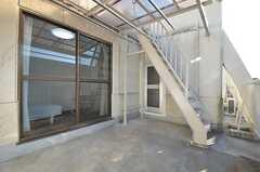 ベランダの様子2。屋上への階段があります。(2014-11-18,共用部,OTHER,3F)