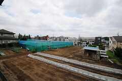 窓からの景色。隣は畑です。(209号室)(2013-05-13,専有部,ROOM,2F)