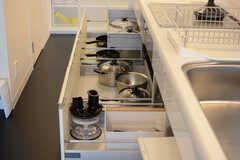 キッチン器具は引き出しの中に収納されています。(2018-02-16,共用部,KITCHEN,1F)