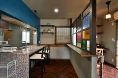 右手に書斎スペース、左手にキッチンがあります。(2019-08-09,共用部,LIVINGROOM,1F)