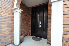 シェアハウスの正面玄関。(2012-01-06,周辺環境,ENTRANCE,1F)