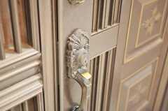 シェアハウスの玄関の鍵の様子。(2010-02-22,周辺環境,ENTRANCE,1F)