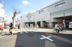 小田急小田原線・祖師ヶ谷大蔵駅前の商店街。(2016-03-22,共用部,ENVIRONMENT,1F)