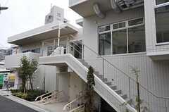階段を上がり玄関へ。(2013-03-01,共用部,OTHER,1F)