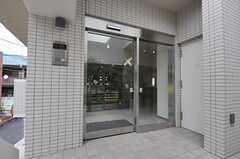シェアハウスの玄関。(2013-03-01,周辺環境,ENTRANCE,2F)