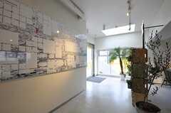 内部から見た玄関周辺の様子。(2013-03-01,周辺環境,ENTRANCE,2F)